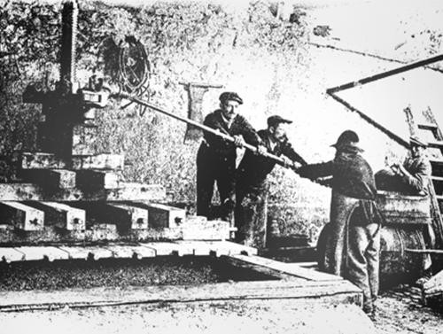 Ferdinand, Edme et Louis FIGEAT au pressurage